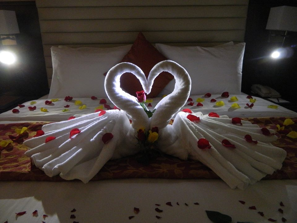 Sweet GOODNIGHT sms 1: 42 Romantic Beds photos