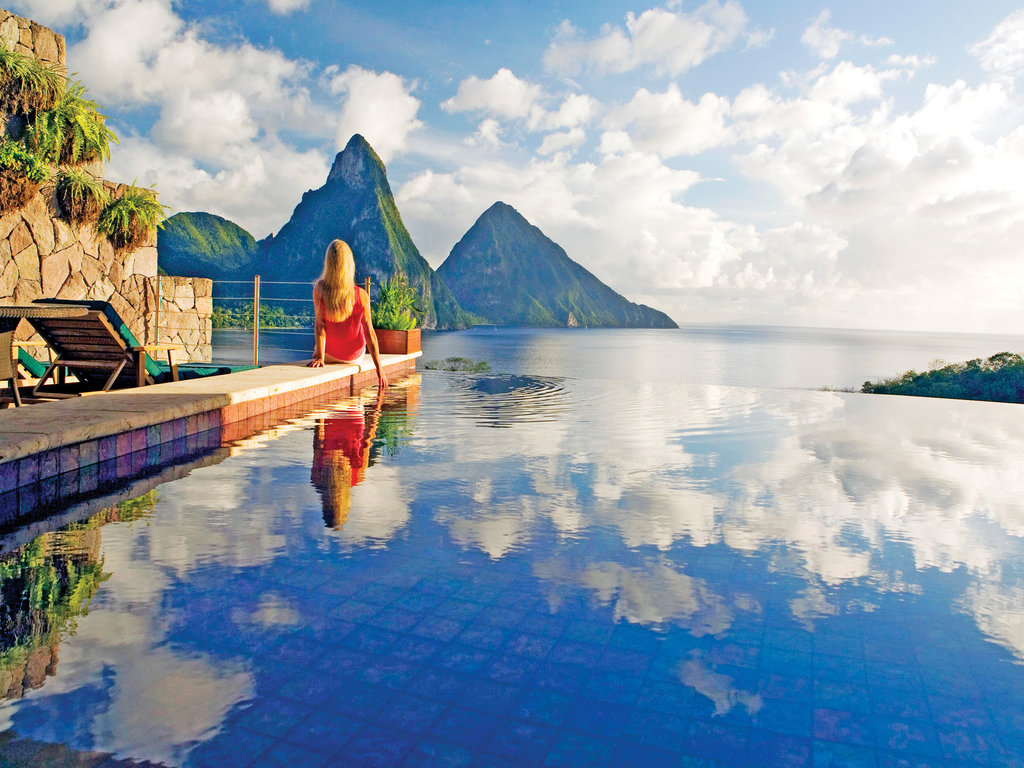 Travel: The 10 Best Infinity Pools in the World