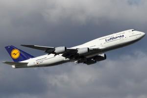 8-Lufthansa_Boeing_747-830_KvW-1