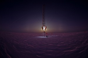 breathtaking sights2-scientists-working-on-a-tower-in-antarctica