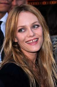 Vanessa Paradis Defect: gap teeth
