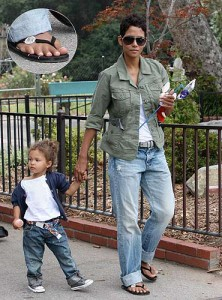 Halle Berry Defect: six toes on her foot