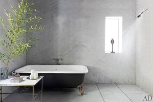 item10.rendition.slideshowHorizontal.adam-levine-hollywood-hills-home-11-bathroom