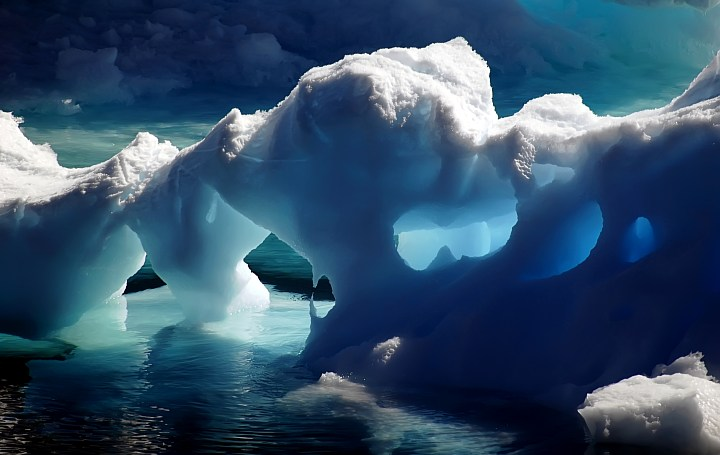 15 STUNNING ICE CAVES IN THE WORLD