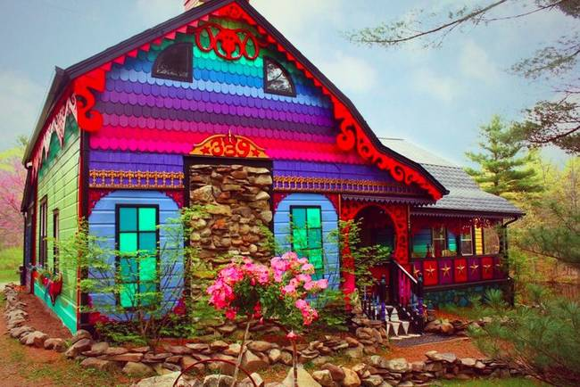 Artist Katwise turns historic farm house into psychedelic home