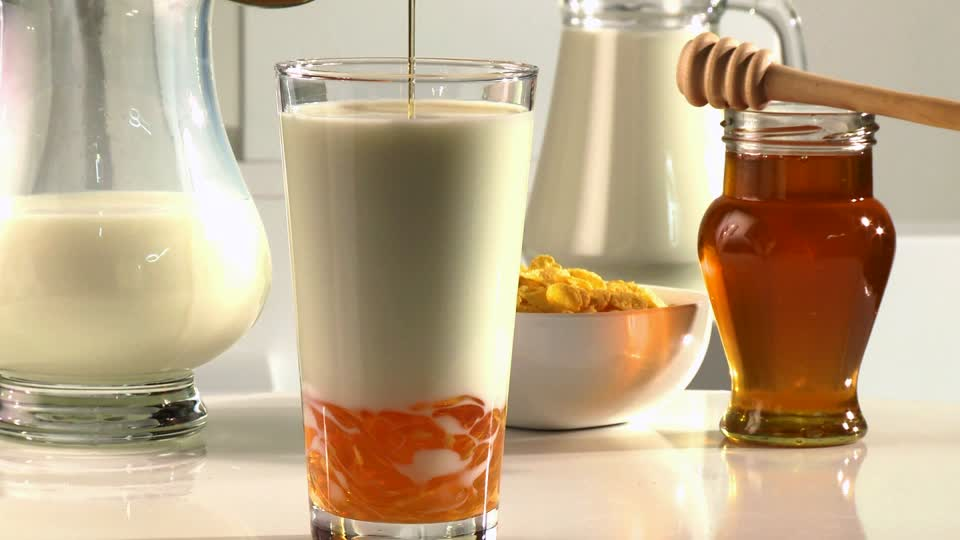 Health: Drinking A Glass of Milk With Honey A Day Can Benefit Your Health