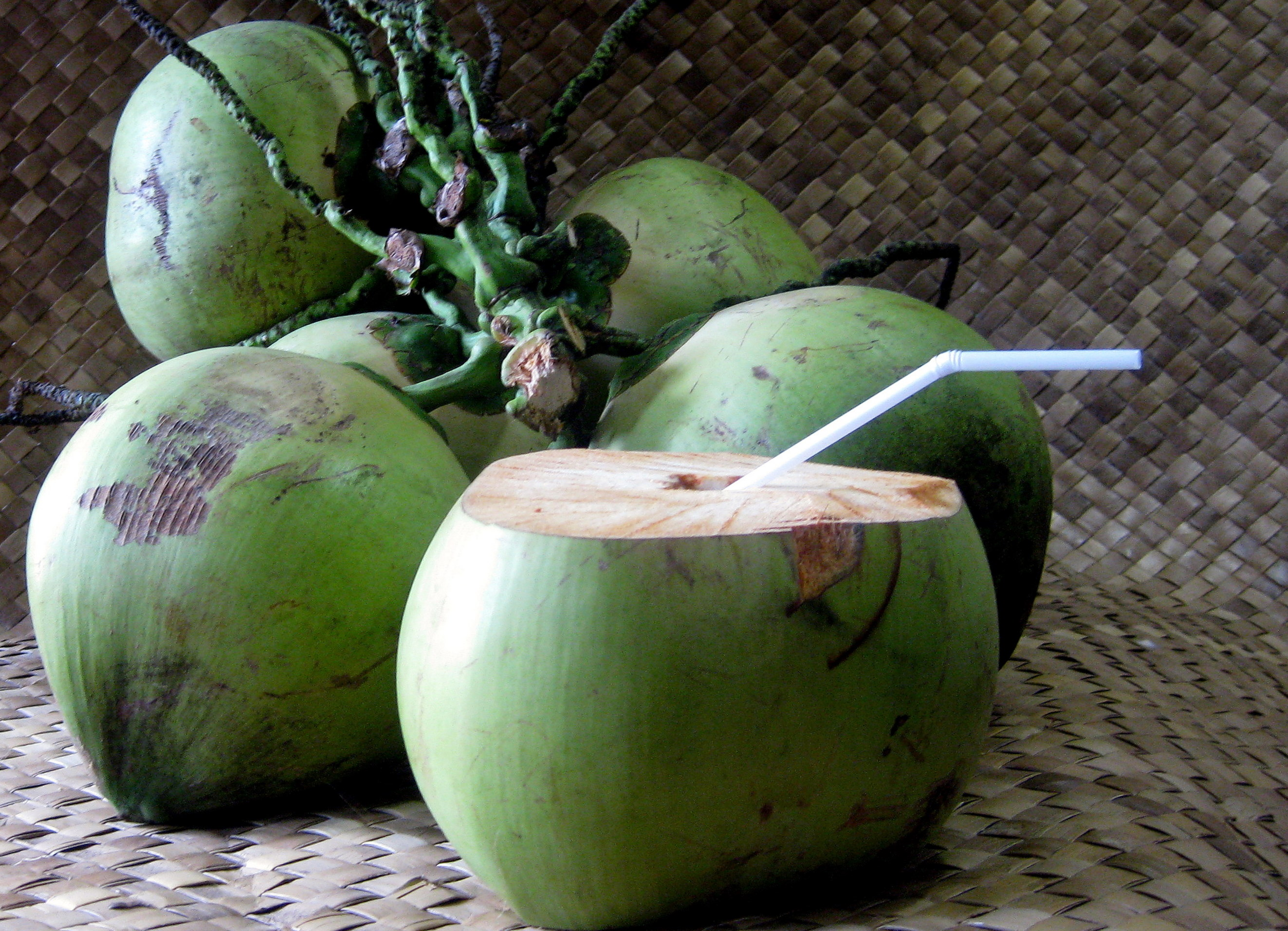 HEALTH: Coconut Water- Dissolves Kidney Stones, kills intestinal worms & more…
