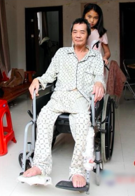 PEOPLE: Adopted Chinese Girl Rejects Biological Parents to Stay with Paralyzed Adoptive Father