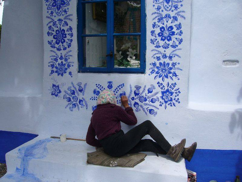 PEOPLE: Anežka (Agnes) Kašpárková, a former agricultural worker, 90-Year-Old Czech Grandma Turns Small Village Into Her Art Gallery By Hand-Painting Flowers On Its Houses